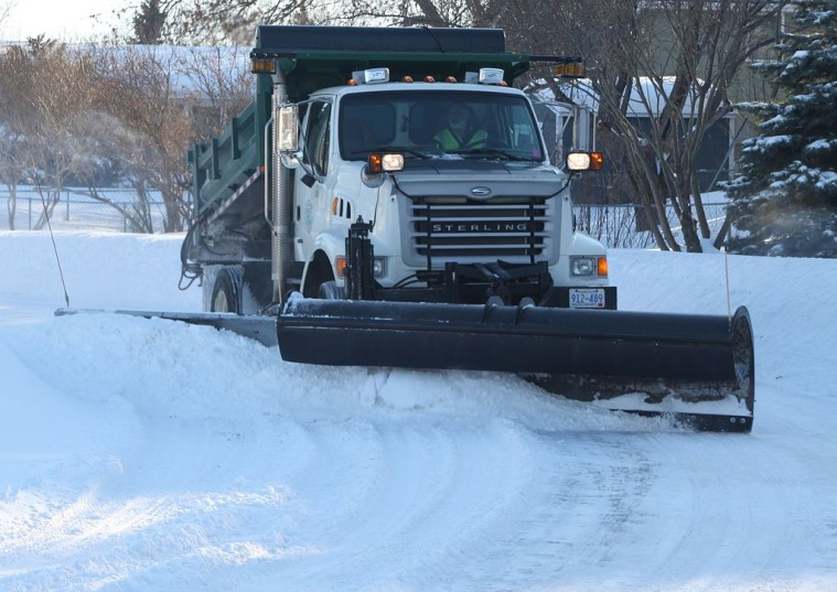 Urban_Winter_Service_Vehicle_with_Snowplow_and_Wing_4